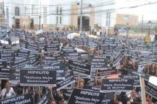 Cientos de mujeres protestan en contra de Marcos Martínez